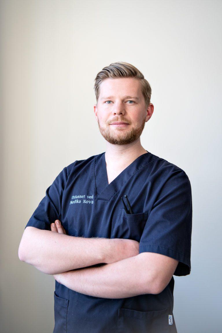 Nevrorefleksolog Aleksander Andersen hos Søvnklinikken i Oslo.